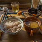 ヨリドコロ - 塩鯖定食五穀米卵をオプションで。