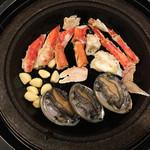 42736528 - タラバ蟹とひとくちアワビ