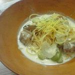 フォーティーセブン・キッチン - そら豆×自然飼育の鳥肉×レモンクリームパスタ