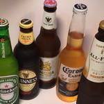 チャールストンアンドサン - コロナ、シンハー、ギネス、ハイネケン、ノンアルコールビール