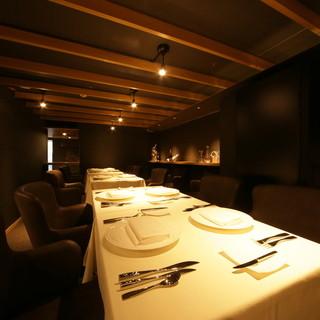 テーブル席では接待、ワイン会なども対応しています。