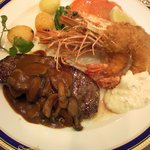 レストラン レジーナ - 有頭海老のフライとお肉料理の一皿盛り