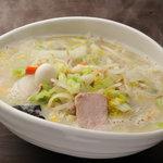 タンメン でこ - 料理写真:タンメン・鶏白湯コラーゲンスープが体に染み入るたっぷり野菜でボリューム満点。(麺1/2サイズ有)