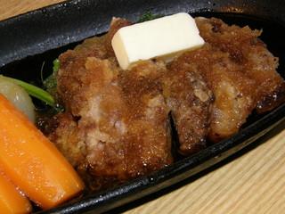 横浜すきずき - マグロのほほ肉ステーキ、味とボリュームで人気!(780円)