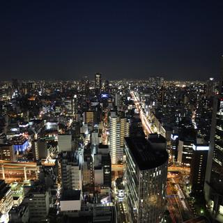 梅田地上142mからの夜景をお楽しみください。