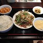 東方一角 - 豚レバニラ炒め 880円