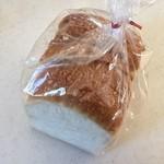 ベーカリーコネル - もちもち食パン、280円です。