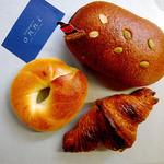 ブーランジェリー オンニ - 料理写真:アプフェルブロート、プレーンベーグル、クロワッサン