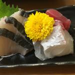 柳橋食堂 - さわら、鯛、マグロの刺身三点盛