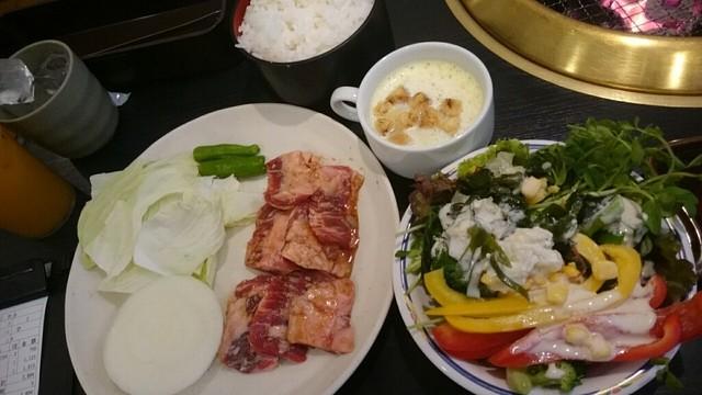 焼肉KUTARO 塚口店 - ランチのハラミ定食by arumona