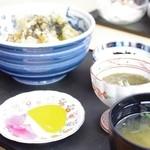 知夫の里 - サザエ天丼定食