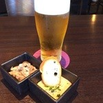42756520 - 生ビールと小鉢♪
