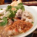 タイレストラン Smile Thailand - 調味料を使って好みの味に仕上げます