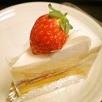ケーキ館 三銃士 - いちごショートケーキ