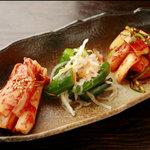 焼肉食道 かぶり - キムチ(3~4種盛り)