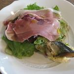 パルゴロ - 前菜 生ハムとさんまのコンフィ、マッシュポテト