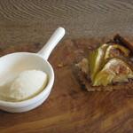 パルゴロ - デザート イチジクのタルトと洋ナシのジェラート