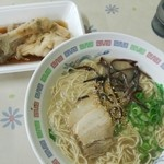 Bikkurishokudou - ラーメン360円、豚足100円