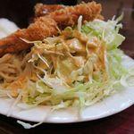 ボア炉端レストラン - トンカツ定食、てんこ盛りキャベツ