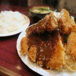 ボア炉端レストラン - トンカツ定食800円 みそ汁・ライス付き