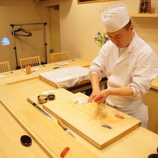 日本国外問わず経験豊富な店主が想いを込めた一貫一貫をご提供