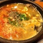 42778576 - これが噂のソンギヘジャンクッ(牛肉とその内臓、血、野菜などのスープですな・汗)