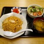 パピヨン亭 - キムチ炒飯+サラダ(スープ付)