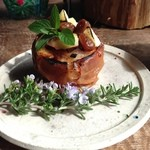 ハクナマタタ - じっくり焼き上げた焼きリンゴ