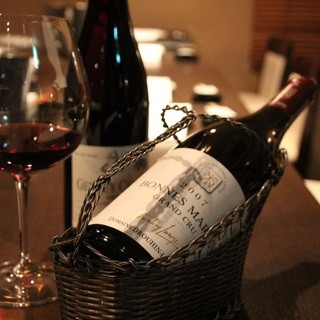 独自ルートから仕入れる約150種類のワインを格安で!!