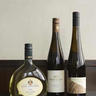 毎月テーマによってグラスワインが変わります。