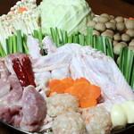 骨付鳥 しき - 宮崎地鶏の塩なべ ボリュームたっぷり四季の一番人気の鍋です!