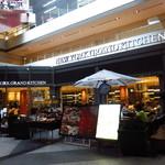 ニューヨークグランドキッチン - エスカレーター下の店舗正面