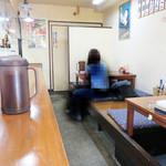 麺屋 多吉 - 夜はちょい飲みが出来るラーメン居酒屋になります。店内は、こじんまりしたアットホームな雰囲気です。