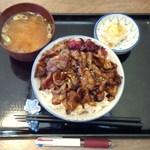 本格炭処 たまや - 炭焼ぶた丼650円+ごはん大盛50円