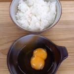 仲町食堂 - 仲町食堂(鹿児島県出水市本町)黄身2らんらんの卵かけご飯