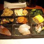 ぶどう家 - 「まかないの定食」1000円のおまかせ9品プレート