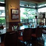 ティーハウス froM K - 店内の大きなテーブル