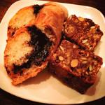 サボウ・シガ シロガネ - 《 無花果と木の実のケーキ 》& 《 チョコレートのパン 》優しい甘さで幸せ気分♪♪♪