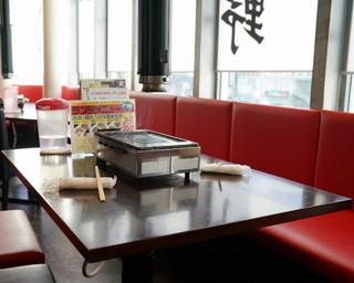 神保町食肉センター 上野店 - 2015.10 テーブル席の上にはガスロースター