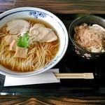 桜木製麺所 - 鶏醬油中華そば 680円+鶏わさび飯 250円