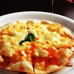 ジェットルーム - 4種のチーズピザ はちみつ添え