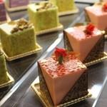 サロン ド ルワンジュ - 色とりどりのケーキたち