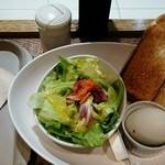ウィカフェ ダ プロント イル バール - モーニングAset(トースト、ゆで卵、サラダ、ドリンク)490円