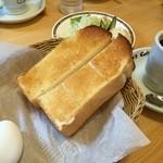 コメダ珈琲店 - モーニングサービス2人前(トースト & ゆで卵)と追加で有料のミニサラダ