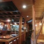 42815872 - ウッデイな木の温もりのある店内。