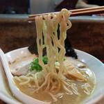 いつ樹 - 201510 っつりしたちぢれ太麺と鯛のアラ汁を濃縮したような白濁した濃厚な魚介スープのインパクトのある一杯。