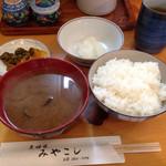 42819358 - 熱々シジミ汁とホカホカご飯、お新香