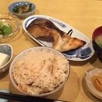 42819852 - 甘塩鮭焼き定食 ¥890