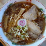 大安食堂 - 料理写真:醤油ラーメン(¥600税込み)灰汁ではなく背あぶらが浮いています