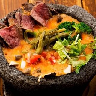 溢れんばかりのチーズが大人気!名物「メキシカン溶岩チーズ鍋」